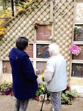 Mme Baron au cimetière